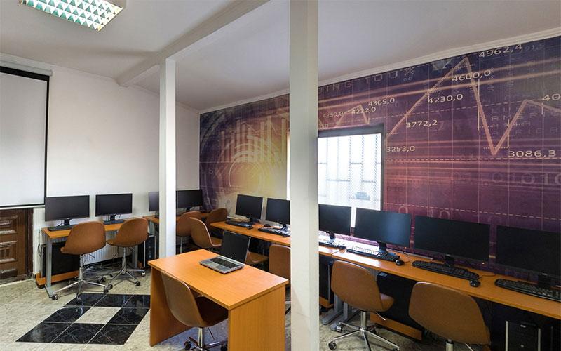 kabinet za informacione tehnologije u privatnoj Elitnoj IT školi